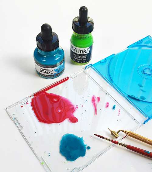 Mixing acrylic ink and medium for lettering with a painting pen